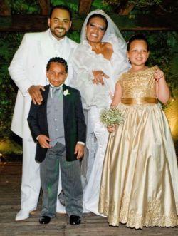 Kátia com seus filhos e Ebenezer